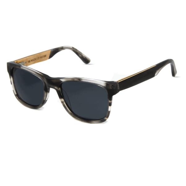 דגם Amanita - משקפי שמש מאצטט אפור חצי שקוף בשילוב עץ בזרועות - Mr. Woodini