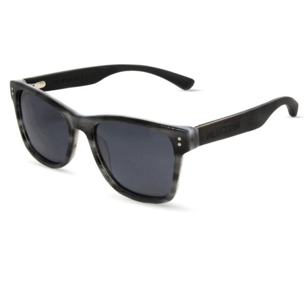 דגם Ora - משקפי שמש מאצטט בצבע אפור חצי-שקוף בשילוב זרועות עץ - Mr. Woodini