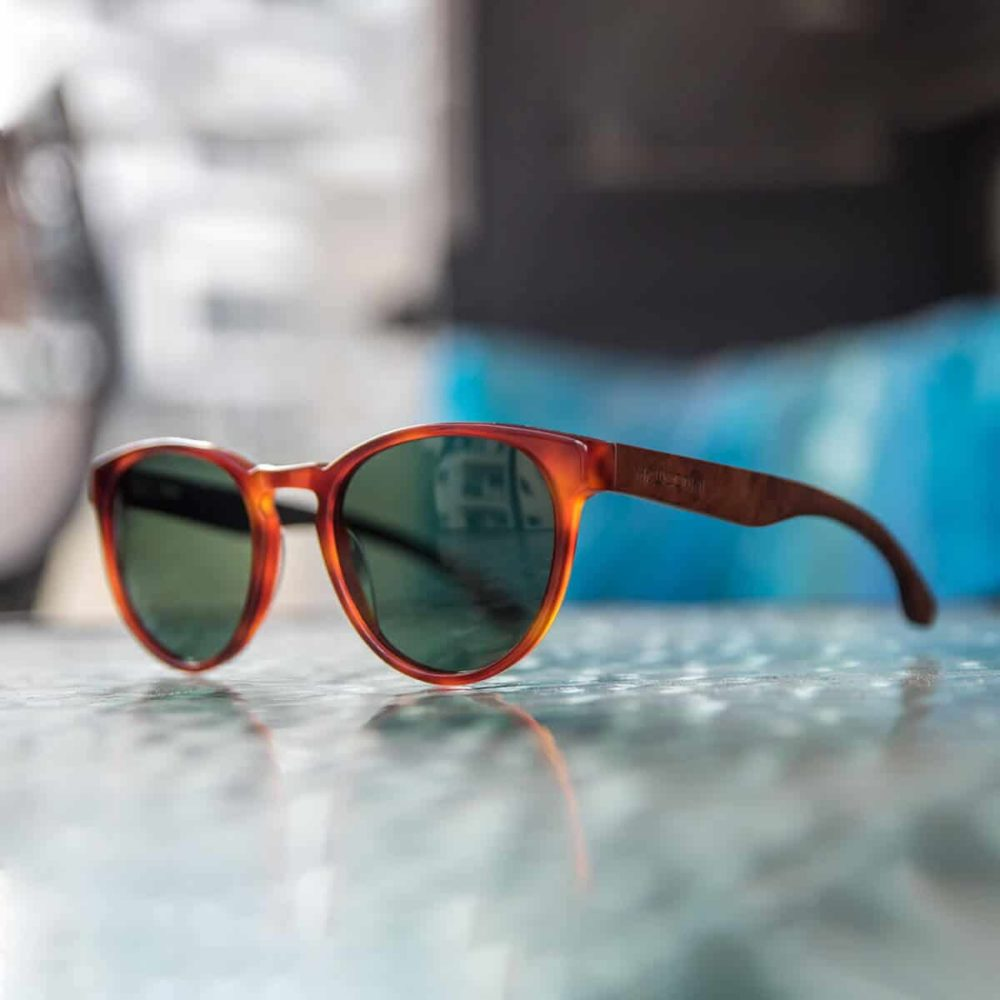 משקפי שמש אצטט וזרועות עץ - דגם ברקזיט - Acetate Classic smog tortoise