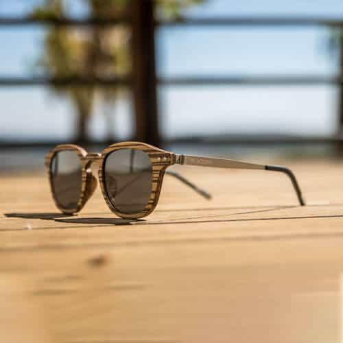 מסגרות משקפיים עץ ומתכת