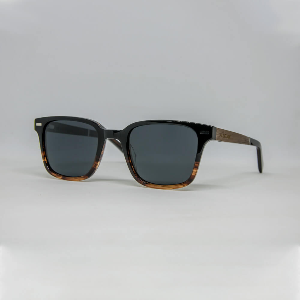 משקפי שמש דגם טוקסיק מאצטט שחור-כתום וזרועות עץ